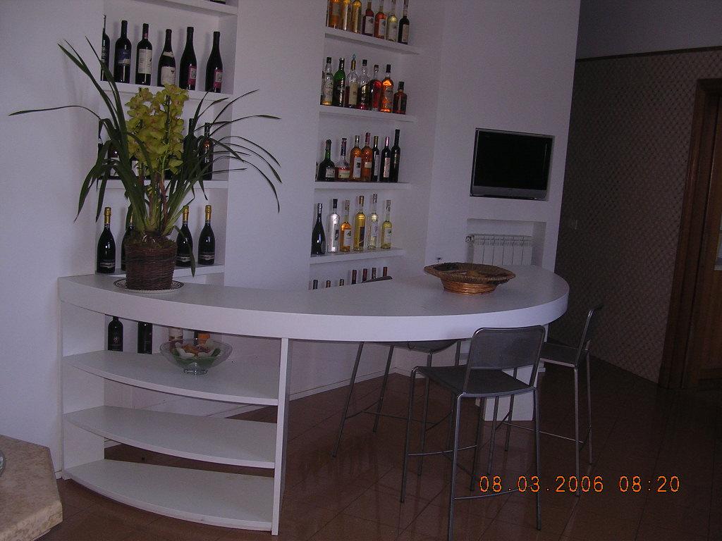 Soggiorno falegnameria rd arredamenti s r l roma armadi - Mobili bar da casa ...