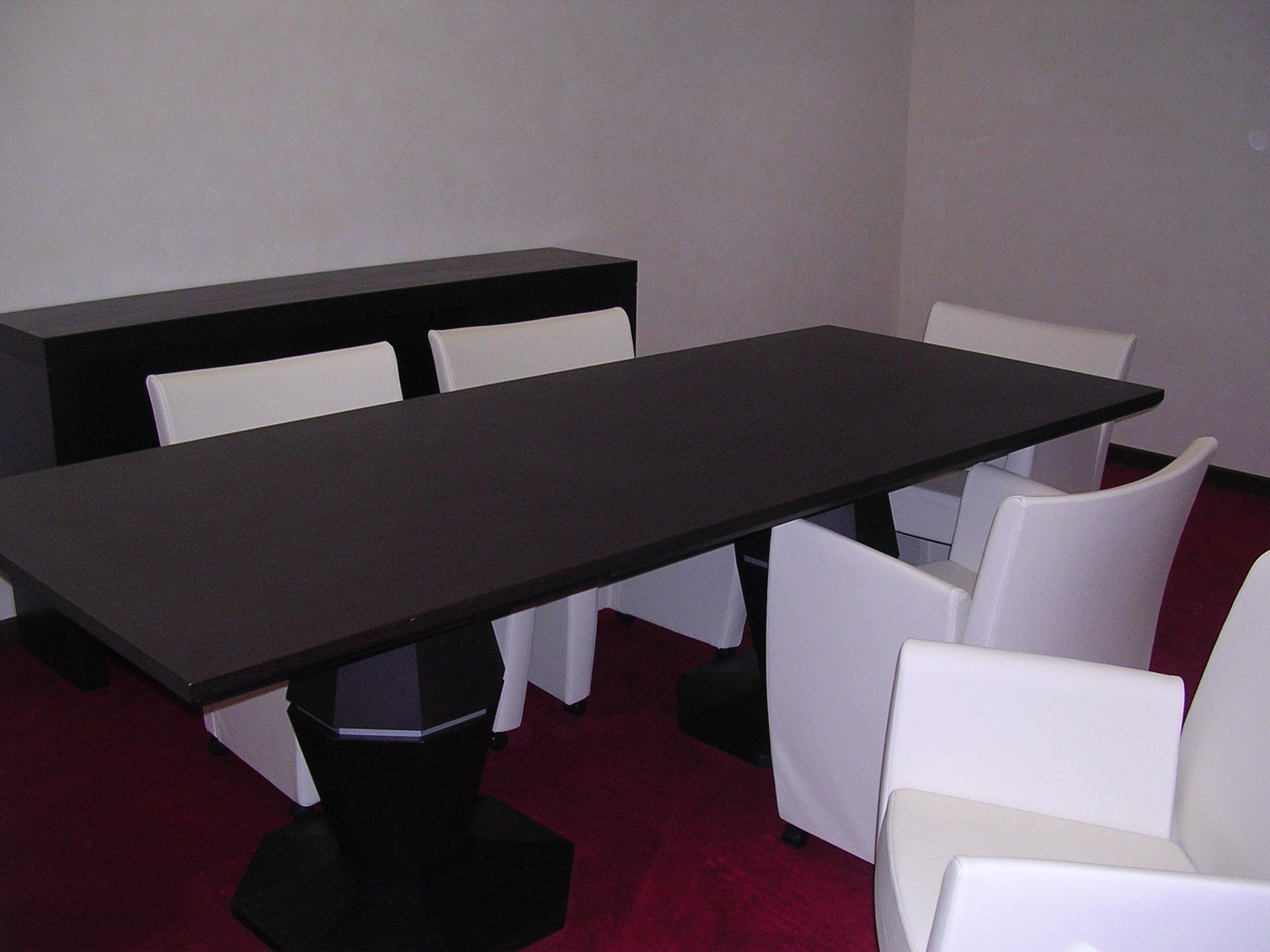 Tavoli Soggiorno Moderni Roma : Armadi In Stile Moderno A Roma Arredi  #59172C 2048 1536 Ikea Tavoli Riunione