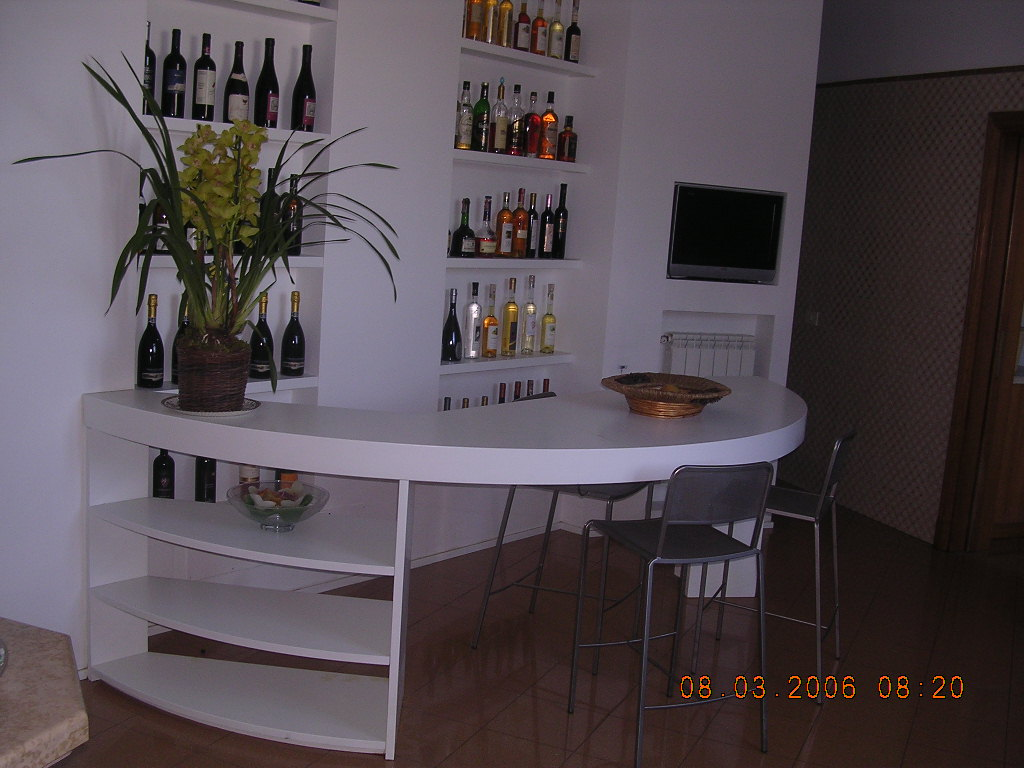 Mobile bar falegnameria rd arredamenti s r l roma for Angolo bar soggiorno