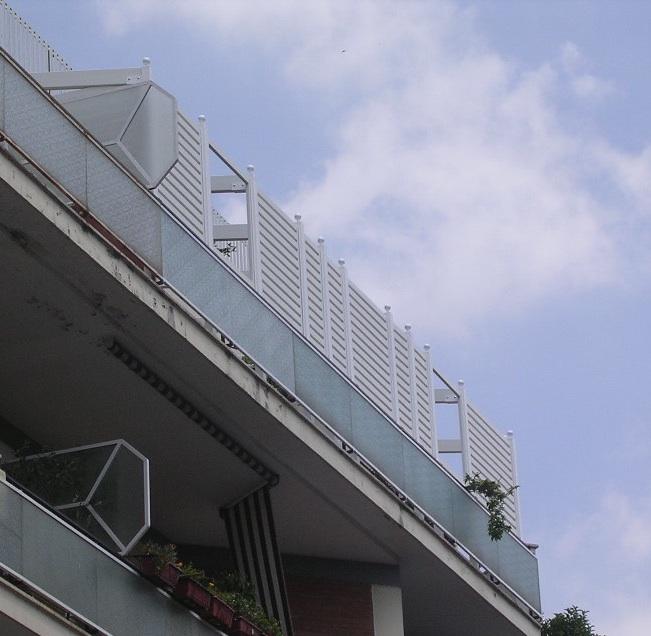 Grigliati in legno per balconi su misura a roma for Arredo per balconi