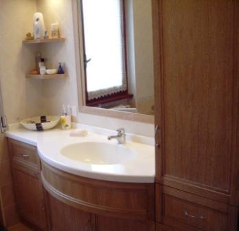 Mobile bagno con piano sagomato e lavello in corian falegnameria rd arredamenti s r l roma - Mobile sottolavabo bagno fai da te ...