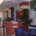 Bancone reception prodotto dalla falegnameria rd arredamenti roma
