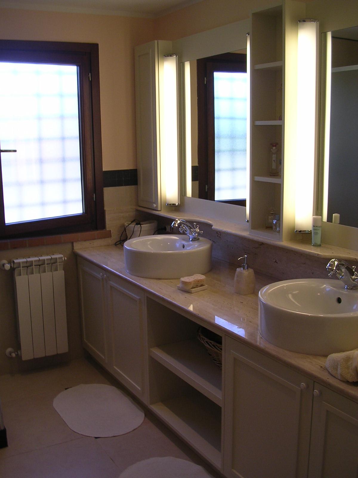Arredamento di un bagno rdarredamenti roma falegnameria for Immagini di arredo bagno