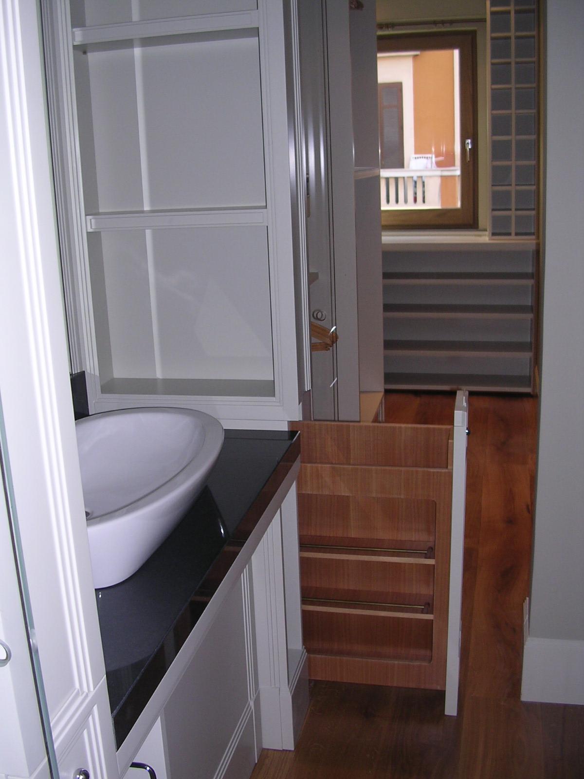 Arredamento di un bagno rdarredamenti roma falegnameria - Costruire un mobiletto per il bagno ...