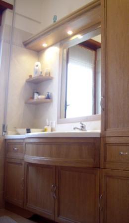 Mobile bagno con piano sagomato e lavello in corian falegnameria rd arredamenti s r l roma - Mobili in rovere sbiancato ...