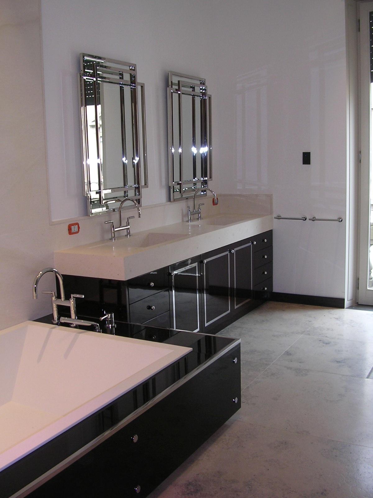 Arredo bagno falegnameria rd arredamenti s r l roma armadi su misura cucine componibili for Mobili bagno con due lavabi